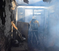 Vrouw beschoten, later huis dader afgebrand