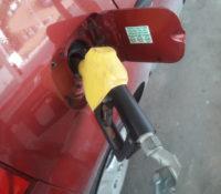 Nieuwe tarieven: benzine weer duurder, water goedkoper