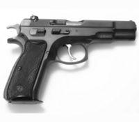 Politieagent beschoten bij huiszoeking naar vuurwapens