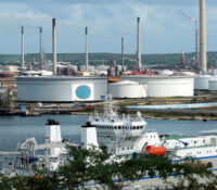 Isla raffinaderij ligt nog steeds plat door kapotte buizen