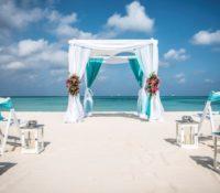 Vijfhonderd echtparen doen opnieuw hun trouwbelofte op Aruba