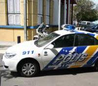 Man gestoken voor politiebureau