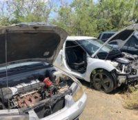 Auto's in de Kurá van de verkeerspolitie worden geplunderd voor onderdelen